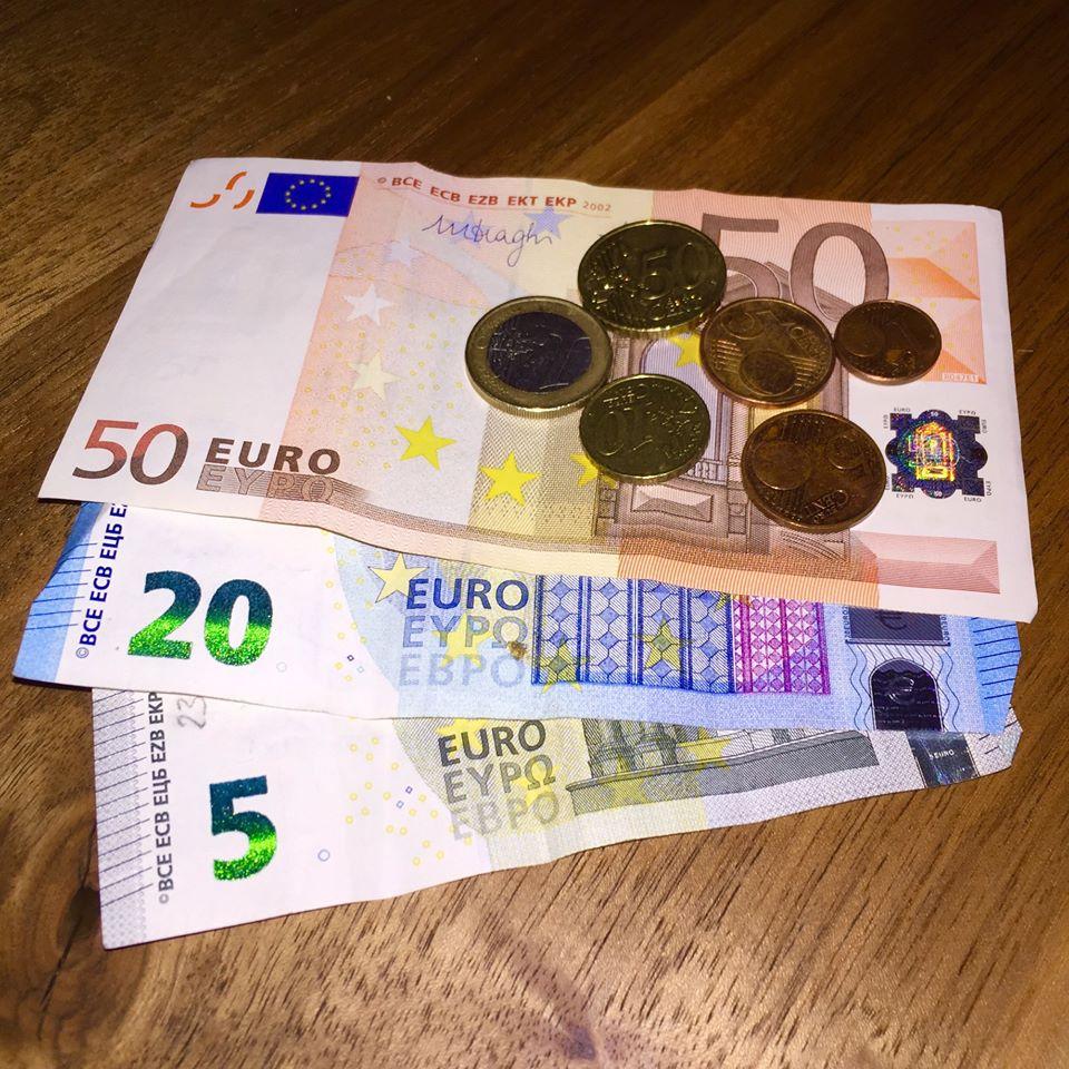 kiek galiu usidirbti bitkoin su  euro